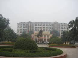 trường làm bằng đại học ESCA School of Management