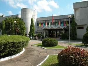 trường làm bằng đại học The University of West Indies